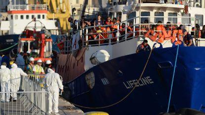"""Kapitein van reddingsschip Lifeline wijst beschuldigingen van de hand: """"Onze missie heeft 234 mensen gered. Ik ben me niet bewust van enige schuld"""""""