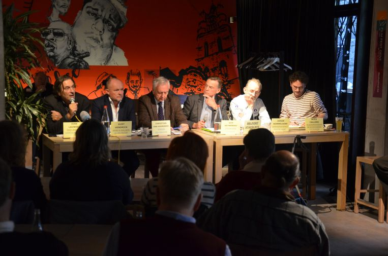 In het Belfort Stadscafé vond zondagochtend een debat plaats over mobiliteit en hoffelijkheid in het verkeer.