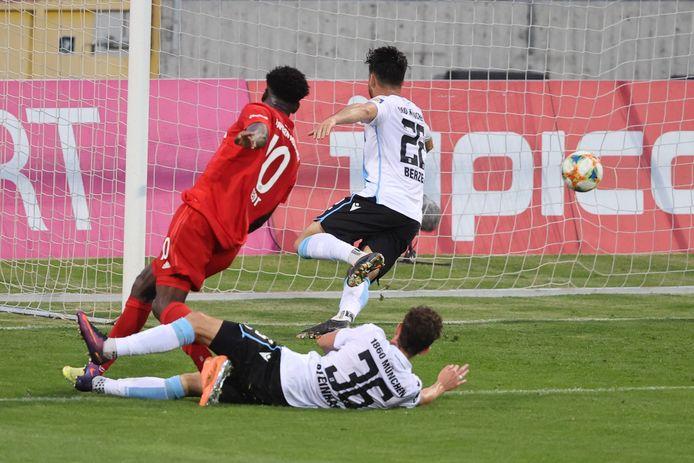 Kwasi Wriedt bij zijn gelijkmaker voor Bayern II in de stadsderby tegen 1860 München.