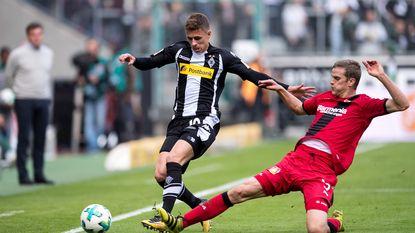 Belgen in het buitenland: assist Thorgan Hazard levert weinig op - Witsel zet stap naar Champions League - ook Praet en Tielemans aan het feest