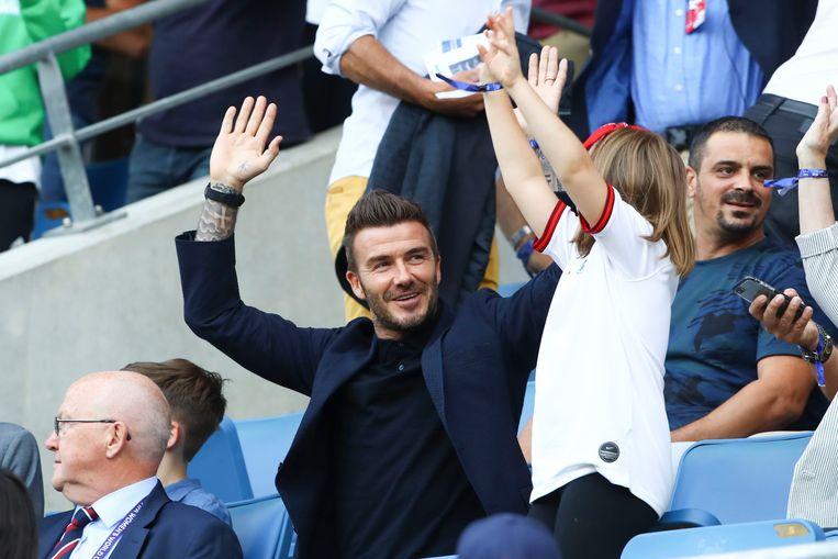 David Beckham en Harper kijken naar het voetbal.