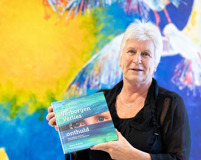 Rouwexpert Mieke de Bruin schreef een boek over rouwverwerking.