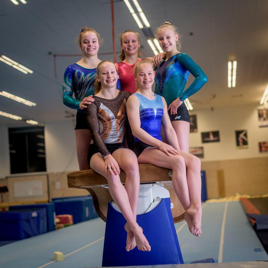 Marieke van Egmond, Vera Jonker, Sara van Disseldorp, Laura de Witt en Astrid de Zeeuw
