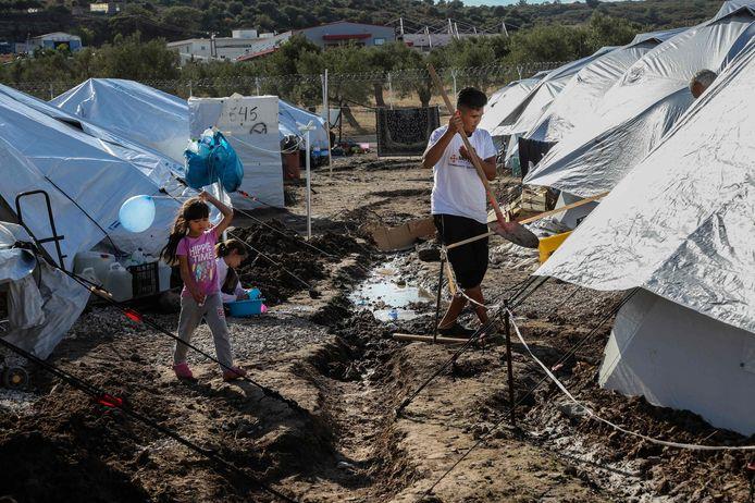 Kinderen in het Kara Tepe camp voor vluchtelingen op Lesbos.