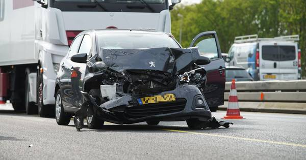 Gewonde bij ongelukken op A1: files zorgen voor uur vertraging.
