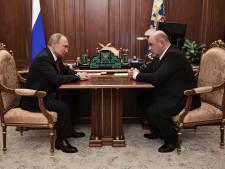 Poetin kondigt zijn 'vertrek' aan, maar 'houdt touwtjes in handen'