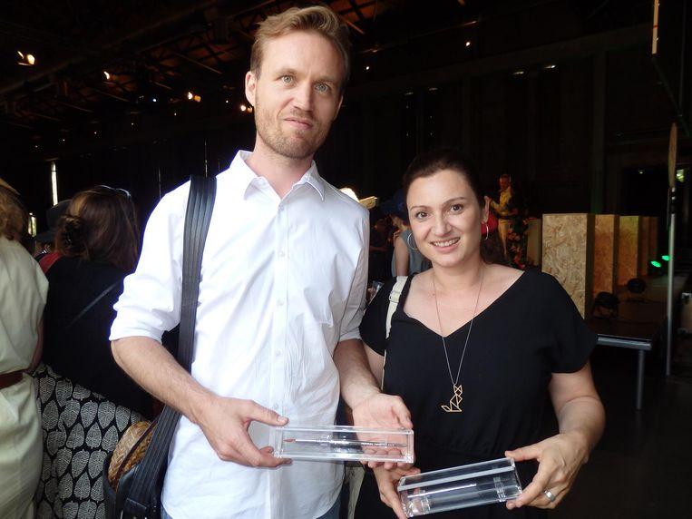 De grote winnaars: illustrator Martijn van der Linden won een Zilveren Penseel en schrijfster Maranke Rinck een Zilveren Griffel, allebei voor Tangramkat. Beeld Hans van der Beek