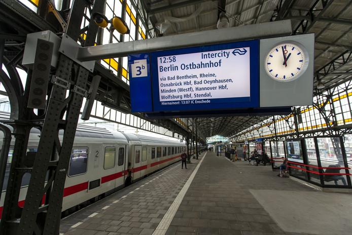 De trein naar Berlijn stopt in Hengelo.