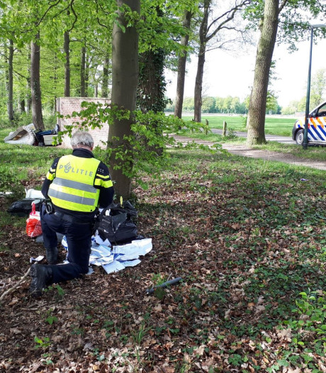Politie onderzoekt grote afvaldumping in buitengebied van Winterswijk