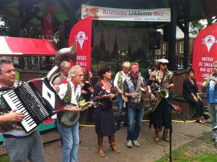 Ambiance op Historisch Bierfestival in Hilvarenbeek.