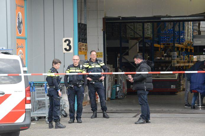 De politie doet onderzoek in de Zilverstraat.