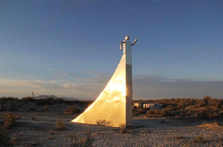 Ter ere van het tienjarige bestaan, richtte Zaq dit monument op.