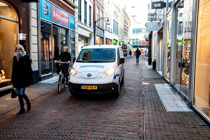 De Deventer wasserij Wasconnect maakt nu al gebruik van elektrisch vervoer in de Deventer binnenstad. Het aantal initiatieven voor schoon vervoer in binnensteden neemt snel toe.