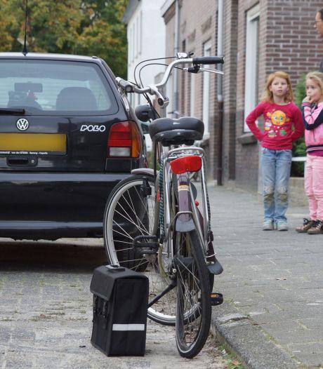 Oudere vrouw op fiets ernstig gewond door ongeluk met auto in Kaatsheuvel