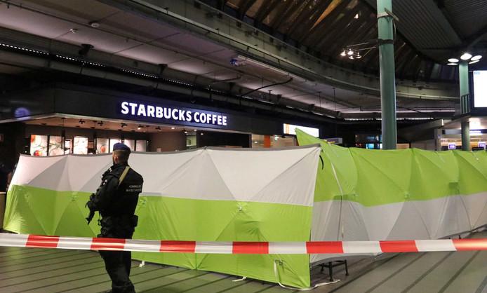 De plek van het incident werd afgedekt met schermen.