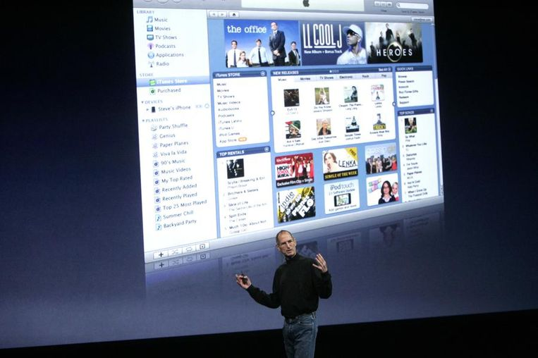 ...en pratend over iTunes. © Reuters Beeld