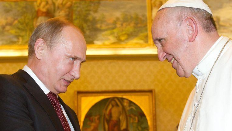Poetin en Franciscus, tijdens hun eerste ontmoeting in november 2013 in het Vaticaan. Beeld afp