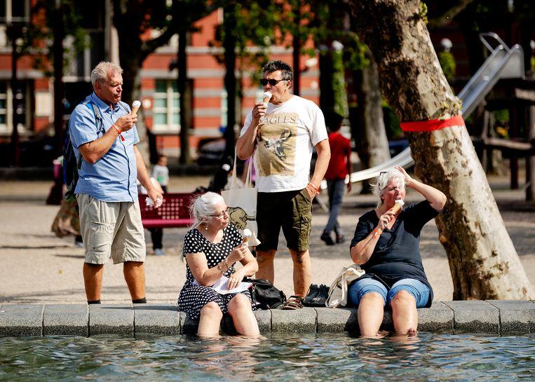 Uit de kaart blijkt dat de maximale temperatuur tijdens de warmste maand in Amsterdam in 2050 waarschijnlijk 3,4 graden hoger ligt dan nu nog het geval is. Beeld ANP