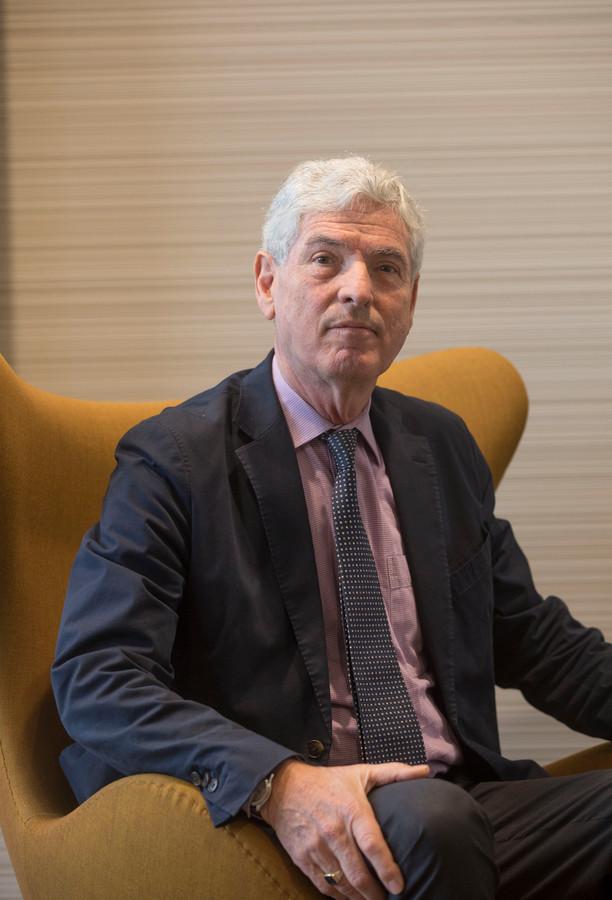 Waarnemend burgemeester Henri de Wijkerslooth.