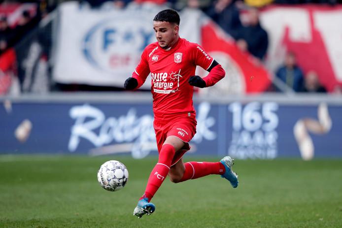 Calvin Verdonk namens FC Twente in actie.