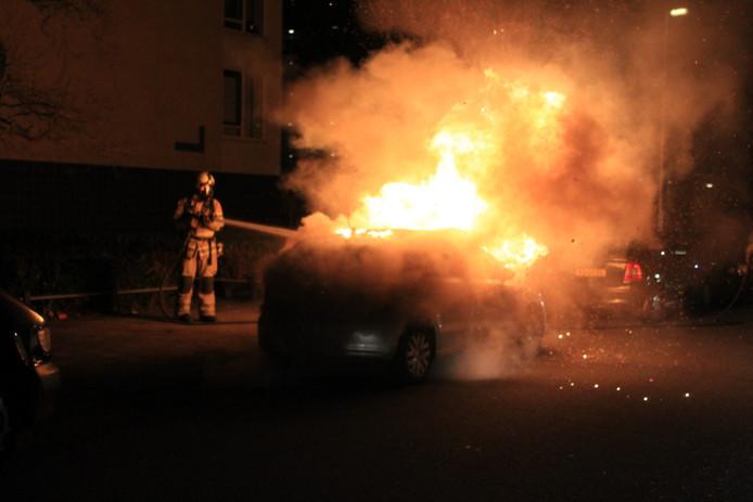 Een autobrand rond de afgelopen jaarwisseling in de Utrechtse wijk Kanaleneiland.