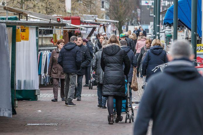 De weekmarkt in Zevenbergen verhuist donderdag 15 februari voor twee  jaar naar het plein voor het gemeentehuis.