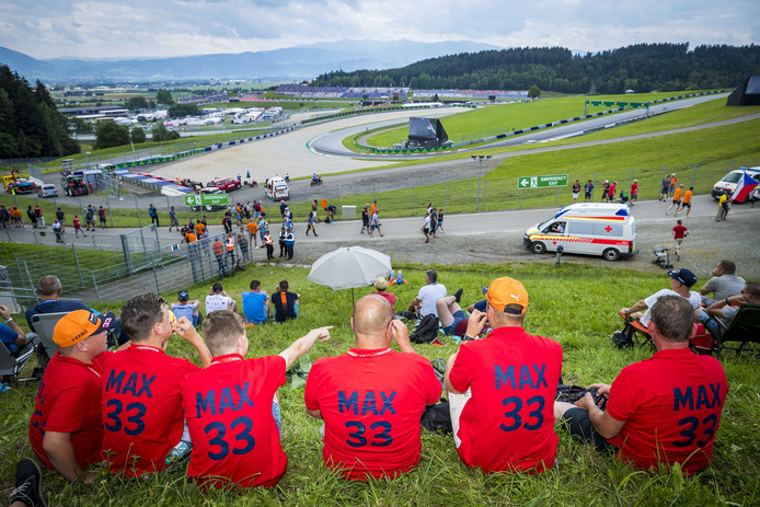 Max Verstappen-fans langs het circuit in het Oostenrijkse Spielberg.