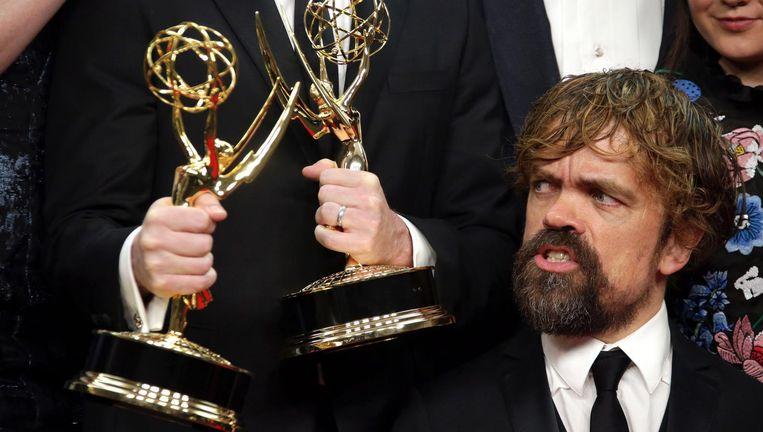 Game of Thrones-acteur Peter Dinklage met één van de zondag gewonnen Emmy-awards. Beeld epa