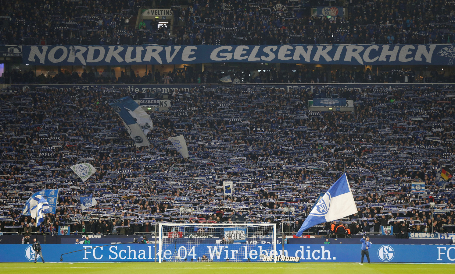 Fans van Schalke 04 tijdens de derby tegen Borussia Dortmund vorig seizoen.