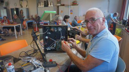 """Laatste 'repair café' van dit seizoen kent veel bijval: """"7 op 10 huishoudapparaten kunnen we herstellen"""""""