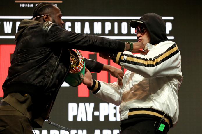 Deontay Wilder en Tyson Fury kregen het eerder met elkaar aan de stok na een persconferentie.
