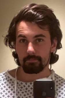 Après s'être épilé les parties intimes pour un rendez-vous amoureux, il se retrouve à l'hôpital