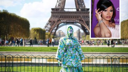 IN BEELD. Cardi B trekt onherkenbaar naar de Parijse modeweek
