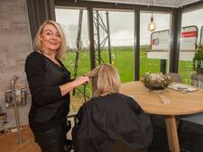 Hole in one met kapsalon op golfbaan in Gouda