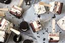 Oreo-ijsjes uit een bakblik.