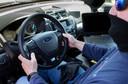 Het onderzoeksteam van Ford aan het werk in de politieauto van het type Explorer.