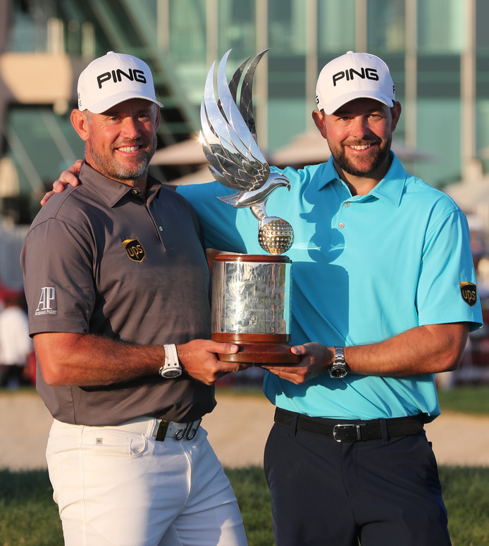 Lee Westwood (links) met zijn caddie James Baker.