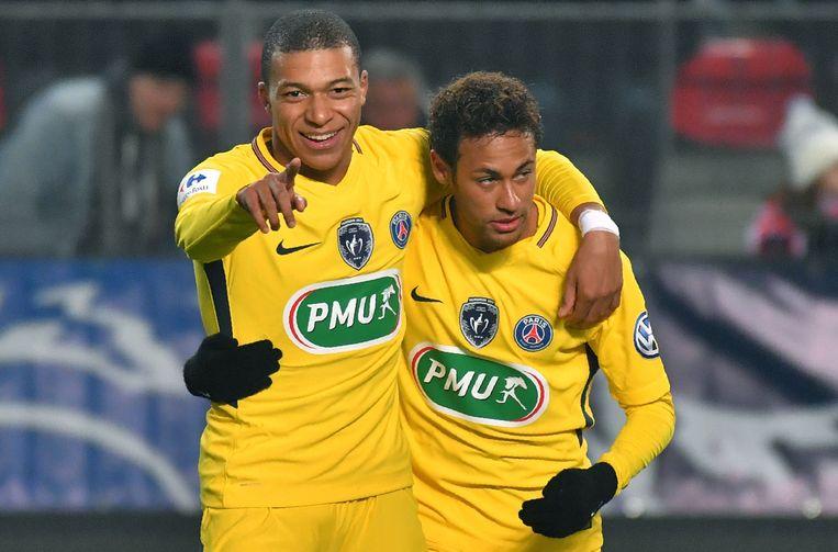 Neymar bedankt Mbappé voor de assist.
