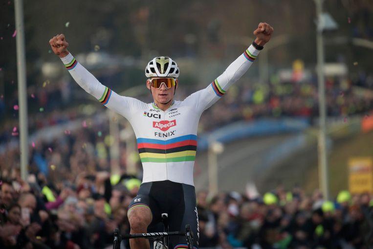 Mathieu van der Poel won alle crossen om de wereldbeker waarin hij dit seizoen aan de start verscheen.  Beeld Photo News