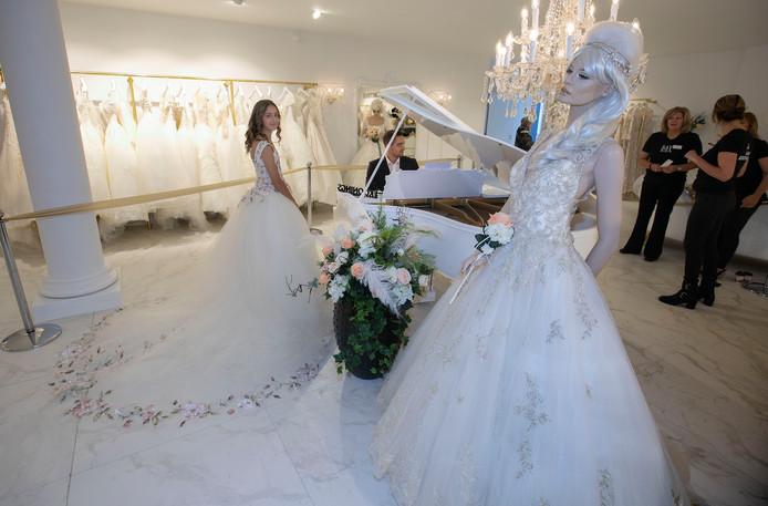 Glitter en glamour van Koonings Bruidsmode in Deurne trekt groot publiek