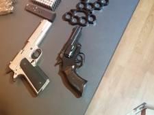 Vuur- en slagwapens gevonden in woning in Vught