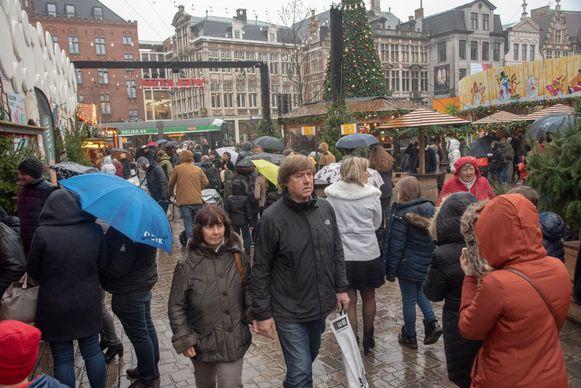 Regen of geen regen. Het is altijd bijzonder druk tijdens de Gentse Winterfeesten.