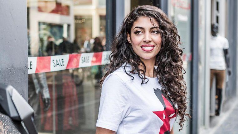 Sanae Orchi in een T-shirt van haar modelabel Qifesh, met als logo een ster met priemende oogjes Beeld Eva Plevier