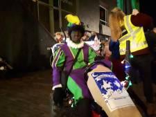 In carnavalswagen komt de Sint aan in Berghem