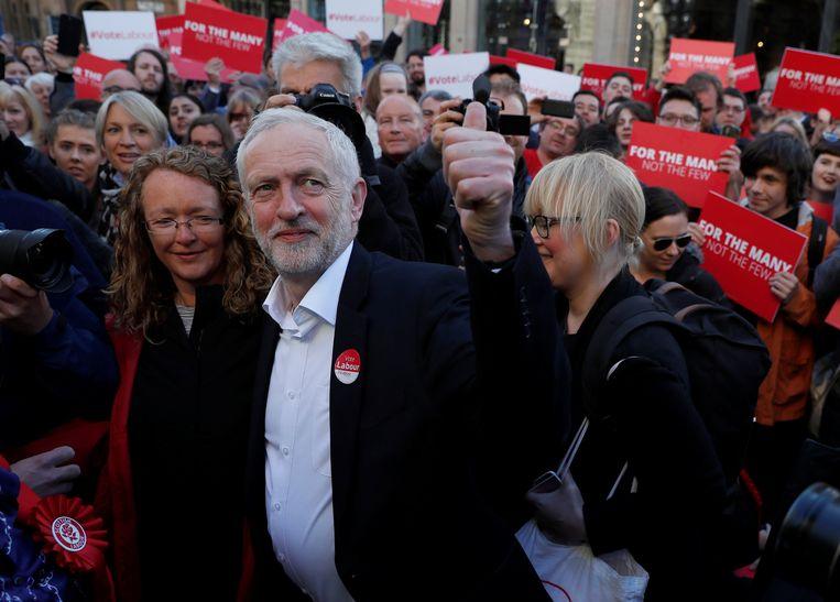 Jeremy Corbyn gisteren in Glasgow. De Schotten zouden een belangrijke rol kunnen gaan spelen bij de vorming van een regering. Beeld REUTERS
