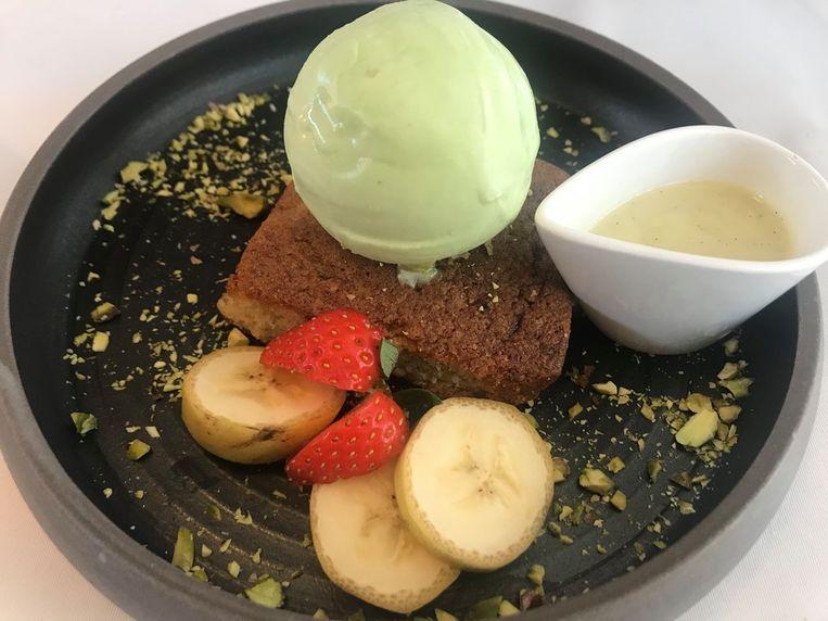 Bananencake met pistache-ijs