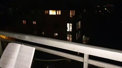 Elke avond een balkonserenade voor de buurt: Femke en Jef willen mensen aanzetten tot zingen