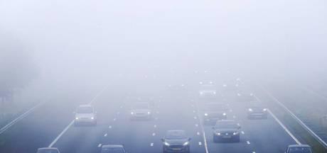 Slecht zicht op de weg door dichte mist