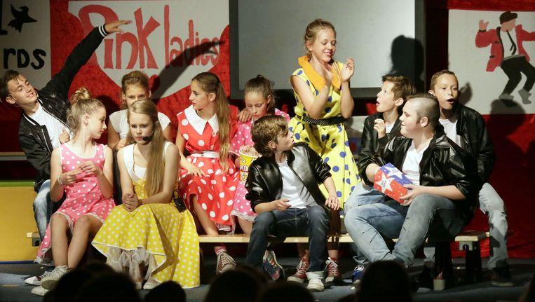 Afscheidsmusical van de basisschool De Eerste Rith in Breda: groep 8 voert Grease op. Beeld Joyce van Belkom