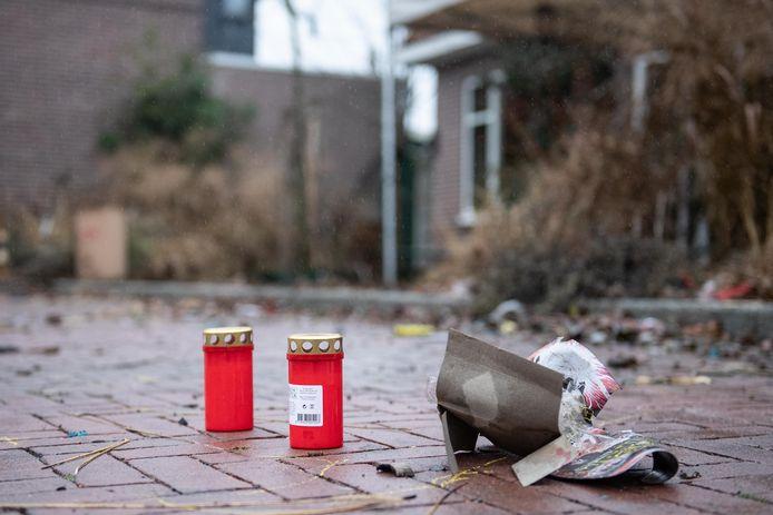 Buurtbewoners hebben kaarsjes op de plek van het incident gezet.